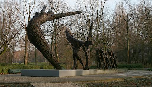 Arthena - Nationaal Monument Slavernijverleden, Oosterpark, Amsterdam. Door Erwin de Vries in 2002