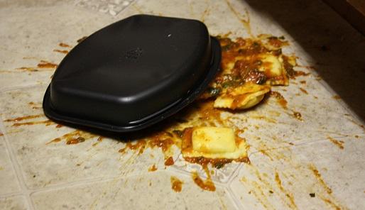 Eten op de grond gevallen - Cc origami_potato - Flickr