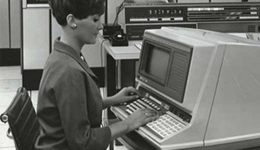 Cc De Speld - vrouw achter computer