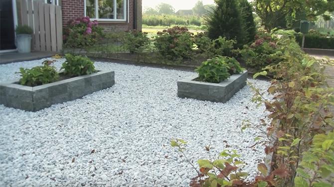 Grind Tuin Aanleggen : Grind tuin aanleggen een pad naar de achtertuin via beton tegels