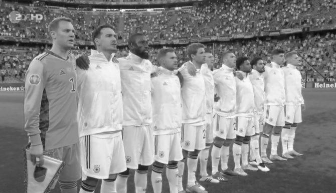 UEFA toont Duitsland-Hongarije in zwart-wit zodat er geen regenboogvlaggen te zien zijn