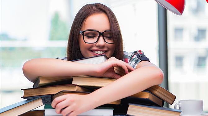 Wijze les! Zelfhulpboek leert Carola dat ze moet vertrouwen op zelfhulpboeken